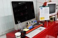 Многофункциональный органайзер с тремя USB-портами, карт-ридером, держателем для бумаги и т.д.